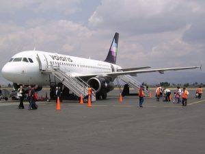 Avión Airbus A319 de Volaris en el Aeropuerto Internacional de Toluca (TLC) / Foto: Alejandro Covarrubias
