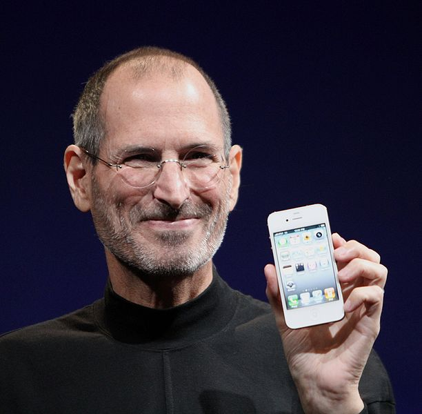 Renuncia Steve Jobs a Apple como empleado y CEO