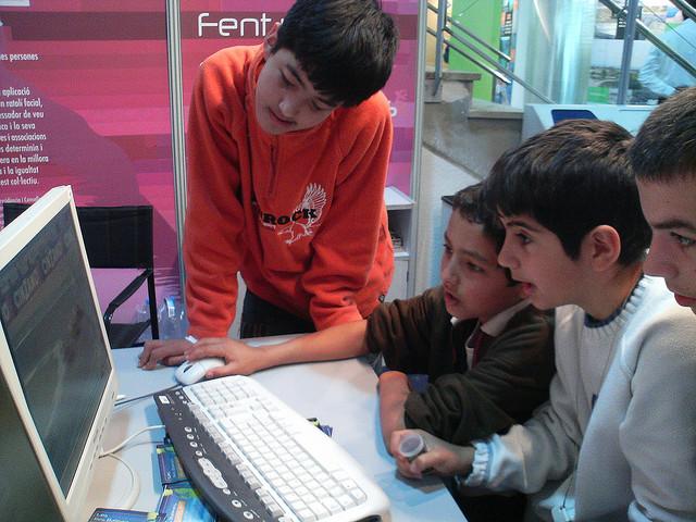 Creando consciencia en los niños sobre los riesgos en Internet